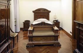 Come e dove vive il papa romagnauno - Camera da letto del papa ...